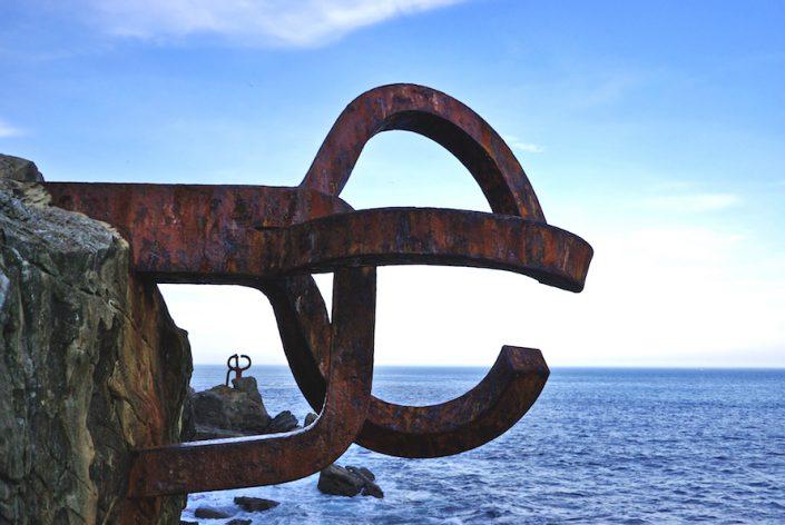 eduardo-chillida-sculpture-pene-del-viento-san-sebastian-